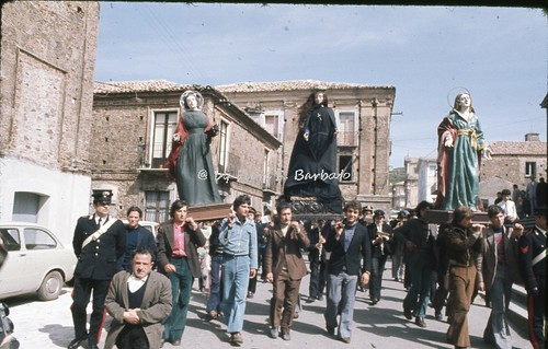 """Filadelfia (CZ), 1974, I riti della Settimana Santa: la """"cunfrunta"""" a Pasqua."""