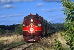 Varnish on Wisconsin Western (Moffat Road) Tags: wisconsinwestern passengertrain emd f7 coveredwagon 564 goldenarrowlines crossplains middleton wisconsin centralwisconsinrailroad chicagomadisonandnorthern excursion train locomotive railroad wi