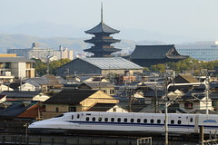New and Old (Teruhide Tomori) Tags: architecture town kyoto tojitemple building construction shinkansen jr train railway railroad japan japon nozomi superexpress bullettrain pagoda tradition 京都 日本 京都鉄道博物館 新幹線 超特急 のぞみ 高速鉄道 東寺 五重塔 木造建築 教王護国寺 n700系