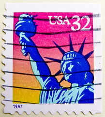 "great stamp USA 32c ""Lady Liberty In Rainbow-Colors"" (Freiheitsstatue New York, Liberty Island, Statue of Liberty, Socha Svobody,  Statue de la Libert,   Estatua de la Libertad,  ,zgrlk Heykeli) bollo USA timbre (thx for sending stamps :) stampolina) Tags: portrait usa newyork color colour america postes rainbow unitedstates stamps retrato stamp porto statueofliberty amerika portret timbre postage franco  libertyisland selo ladyliberty bolli  sello  estatuadelalibertad  briefmarken  markas freiheitsstatue  statuedelalibert frimrker portr timbreposte francobolli bollo pullar  znaczki frimaerke  sochasvobody  zgrlkheykeli  yupio postetimbre  blyegek postacreti"