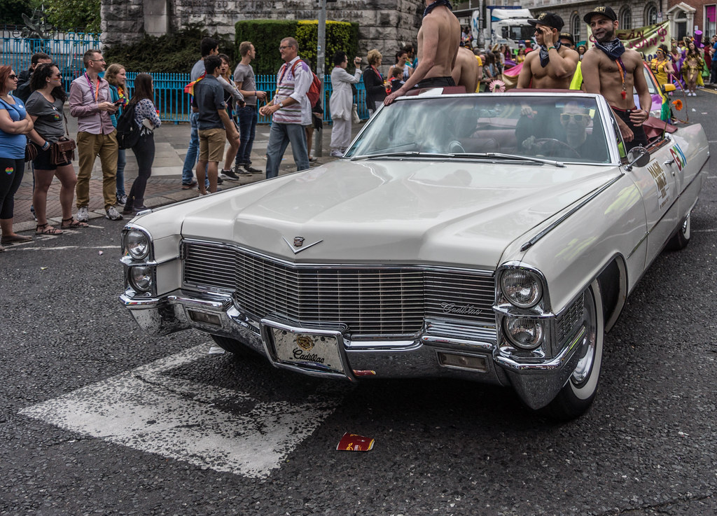 DUBLIN 2015 LGBTQ PRIDE PARADE [THE GUYS IN THE BIG CAR] REF-106003