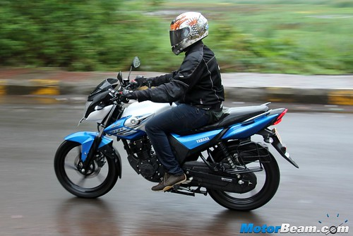 2015-Yamaha-SZ-RR-04