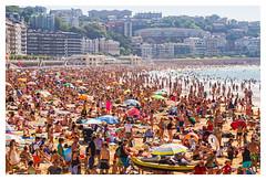 La Concha en agosto (Lanpernas 2.0) Tags: beach playa verano plage donostia sansebastin 2015 multitudes veraneo