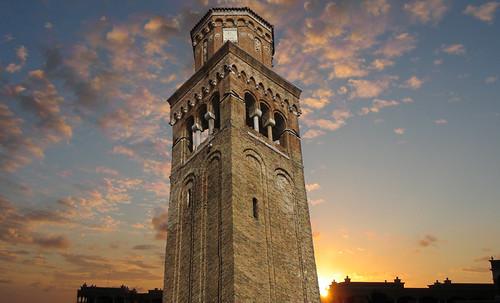"Torres legendarias / Faros, minaretes, campanarios, rascacielos • <a style=""font-size:0.8em;"" href=""http://www.flickr.com/photos/30735181@N00/31722252723/"" target=""_blank"">View on Flickr</a>"