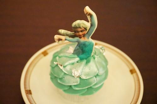 Elsa cupcake DSC07383