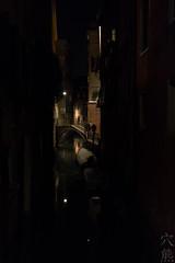 impressioni di viaggio: notturno veneziano (anaguma shashin o toru) Tags: viaggio reisebilder tableaux voyage travel venezia venice
