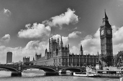 "Londres - El Parlamento y puente de Westminster • <a style=""font-size:0.8em;"" href=""http://www.flickr.com/photos/15452905@N02/32179357491/"" target=""_blank"">View on Flickr</a>"