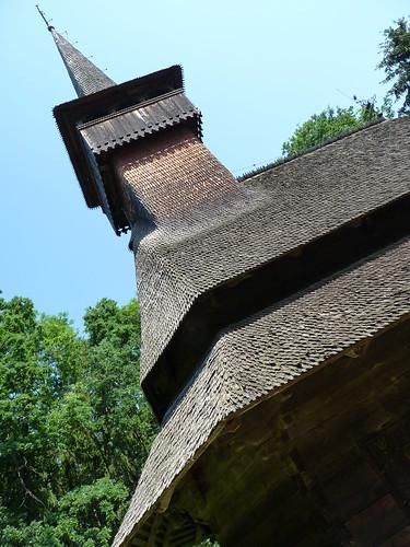 Calinesti - church, Biserica de Lemn Adormirea Maicii Domnului (2)