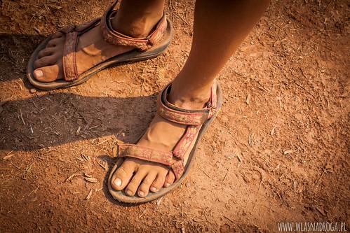 Nogi po laotańskich drogach