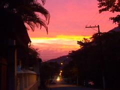 Fim de Tarde na Avenida (Guilherme Dutra) Tags: santoaleixo entardecer sunset pordosol poente brasil brazil magé