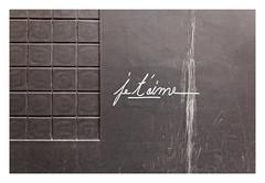 Love in Paris (Guillaume DELEBARRE (Guigui-Lille)) Tags: jetaime graph tag urbanart 6d sigma1224mmf4556iidghsm grey gris graphique graphisme minimaliste minimalism minimalist iloveyou love amour mur wall paris france français french