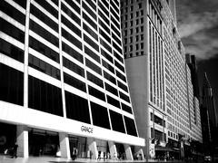 W. 42nd Street, NYC (SG Dorney) Tags: ny nyc newyorkcity bw blackandwhite monochrome street streetphotography streetphoto newyork city 42ndstreet gracebuilding midtown chryslerbuilding people life streetlife canoneos60d
