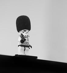 183/365 Buckingham Palace Stormtrooper (Mister Oy) Tags: starwars stormtrooper davegreen oyphotos oyphotos