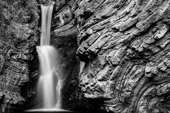 Waterfall (Mathieu Calvet) Tags: blackandwhite water waterfall eau noiretblanc pentax tripod nb cascade roquebrun hoya k3 languedocroussillon hrault fa50mmf14 nd8 trpied rieuberlou