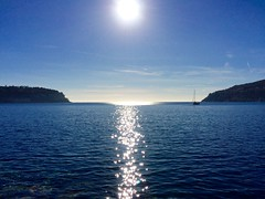 Méditerranée (alexislaroui) Tags: voilier sailingboat 8mpx 5s iphone europe france alpesmaritimes côtedazur montboron stjeancapferrat méditerranée bleu blue reflet reflection soleil sunny cielbleu skyblue mer sea