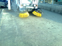 Fotografie26399 (chicore2011) Tags: littered streetsweeper streetcleaner