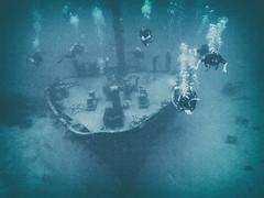 Wreck Dive at Roatan (Michael S Liu) Tags: underwater honduras divers travel centralamerica scubadiving wreckdive diving roatan ship