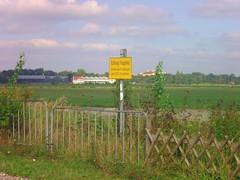 Schild in Unterschleißheim (christophrohde) Tags: unterschleisheim flughafen schilder münchen munich bayern bavaria aeroporto airport