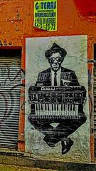 GOTERAS ...ANTICÍPESE IMPERMEABILIZAMOS. (FOTOS PARA PASAR EL RATO) Tags: calles naranja pared textura graffiti