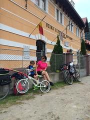 Am ajuns la Sadu la cea mai veche (si prima din Romania)  hidrocentrala in functiune din Romania. Am avut parte de prezentarea unui om pasionat, din pacate nu am avut suficient timp. (Olivian Daniel Tofan) Tags: bicycling sadu