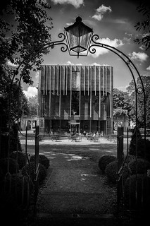 Holbourne Museum, Bath - through the gates