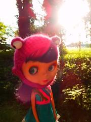 Alice takes a stroll (Liz/Daifuku_Darling) Tags: bigeyes doll plastic blythe goldie takara allgoldinone bl