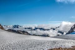 Wolkenmeer - HDR (bohnengarten) Tags: italien italy mountain alps del lago eos berge e alpen claudio landschaft bruno wandern rifugio corno ghiacciaio cieco sabbione 70d blinnenhorn hohsandgletscher bergtou