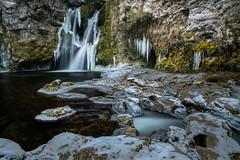 Plus prés, plus froid (Pierre Villanti) Tags: cascade glace latinedeconflens ferreyres vaud suisse ch ice waterfall canoneos5dmarkiv canon2470f4lisusm leefilters