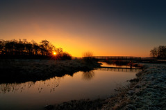 No title (frata60) Tags: nikon drenthe d300s landscape landschap drentse dreamworld dreamy dreamland sunrise sun zonsopgang zon zonnestralen netherlands nederland vorst koud vriezen weerspiegeling reflection reflections reflectie mirror sky