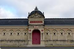 Saint-Jean-d'Angély , Charente-Maritime: Salle Aliénor-d'Aquitaine (Marie-Hélène Cingal) Tags: france sudouest charentemaritime 17 poitoucharentes nouvelleaquitaine saintjeand'angély fenêtres windows finestre ventanas