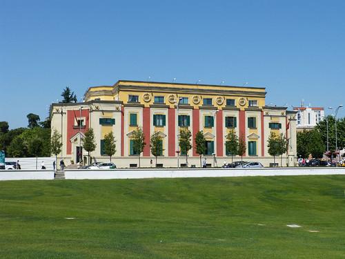 Tirana, Olasz stílusú minisztériumi épület
