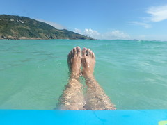 pies en el agua (Mercedesdiaz) Tags: arraialdocabo rj riodejaneiro agua beach playa praia brasil brazil pies water feet
