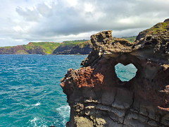 Heart-Shaped Rock, Maui (travelontheside) Tags: ocean hawaii maui pacificocean aloha nakalelepoint heartshapedrock