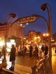 Metro Blanche (Toni Kaarttinen) Tags: man paris france men girl night subway lights evening frankreich metro frana montmartre frankrijk metropolitain blanche prizs francia iledefrance parijs parisian pars  parigi frankrike pigalle  pary   francja ranska pariisi  franciaorszg  francio parizo  frana
