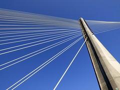 El arpa del puente (juantiagues) Tags: azul puente cables cielo tirantes juanmejuto juantiagues