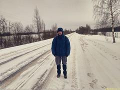 Крепкие ноги, на ногах кроссовки, всегда готов к адской пешке и снега перетасовке.