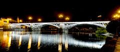 1-7904 (G de Tena) Tags: puente triana luz luces lugar rio reflejo reflejos noche