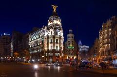 Ese encanto nocturno de Madrid... (Leo ☮) Tags: nocturna noche arquitectura edificios calles urbana ciudad metrópolis luces color callealcalá granvía encanto bonita madrid