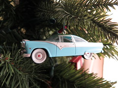 1955 Ford Fairlane Crown Victoria Skyliner Hallmark Christmas Tree Ornament_IMG_8611 (Wampa-One) Tags: 1955fordfairlanecrownvictoriaskyliner hallmarkkeepsake christmastreeornament 1955 ford classicamericancar 1955ford car