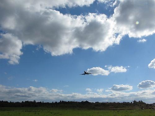 Plane landing at Gothenburg city airport 2010 (1)