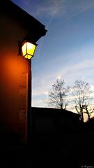 lanterne éclairagepublic soir evening ciel maisons... (Photo: Mystycat =^..^= on Flickr)