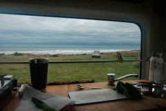 ºº VAN LiFE Waiinu Beach ºº (m+m+t) Tags: dscf36071 mmt meredithbibersteindesign newzealand taranaki northisland waiinubeach beach coast storm grey wild gale stormy fujixt1 fujixseries fujimirrorless 1855mm van campervan bence window view ute nature outdoors