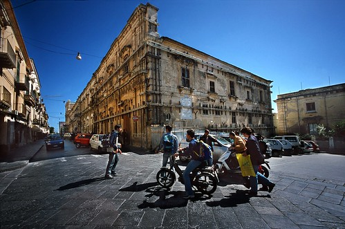 Home from school, Noto, Sicily - Copyright by Martin Liebermann