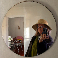 squarecircle (Mary Hockenbery (reddirtrose)) Tags: selfportrait mirror mirrorproject ofme sp squaredcircle verycool