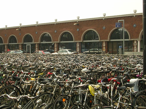 Fietsen.... Station Nijmegen (by by_irma)