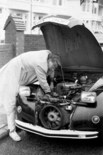 2cv_phil_repair_small