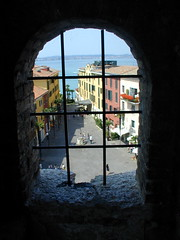 Sirmione (Marvin (PA)) Tags: italy 15fav lake tower castle window water interestingness garda picturesthroughholes sirmione lakegarda cmmtbeautiful cmmtgreat cmmtloveit cmmtniceshot interestingness423