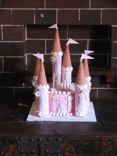 my first castle cake (not that great)