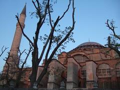 Aya Sofya at dusk (phool 4  XC) Tags: tree turkey dusk trkiye istanbul f10 hagiasophia constantinople ayasofya  thegreatchurch phool4xc pilgrimagetojerusalem