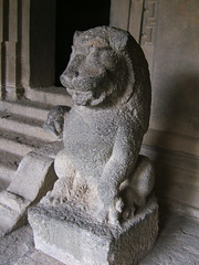 Statues in Elephanta Island Caves, Mumbai (Andy Hay) Tags: 2005 sculpture india rock carved lion statues bombay mumbai maharastra elephantacaves elephantaisland